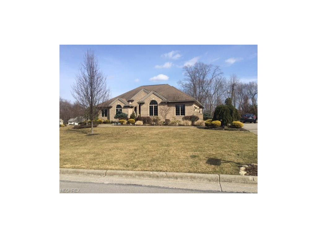 1356 Meadowood Cir, Youngstown, OH 44514