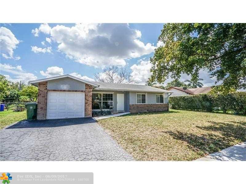 8560 NW 3rd St, Pembroke Pines, FL 33024