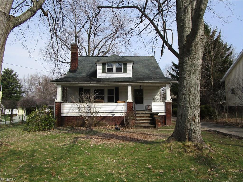 949 Som Center Rd, Mayfield Village, OH 44143