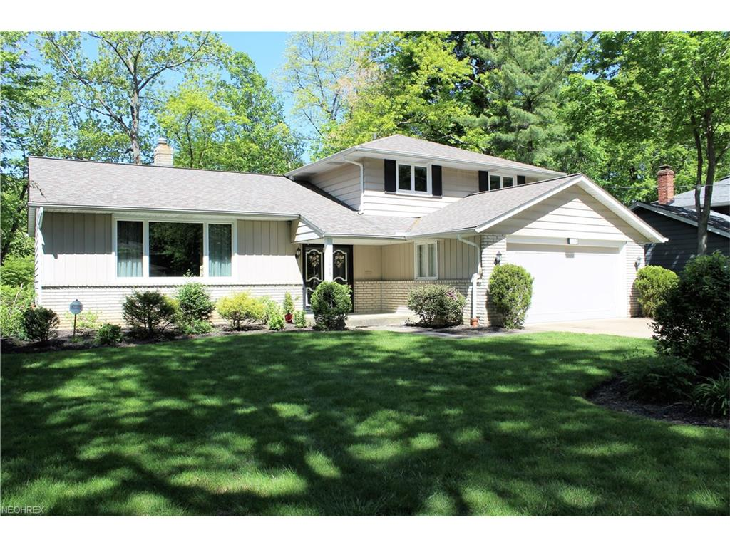 1068 W Mill Dr, Highland Heights, OH 44143