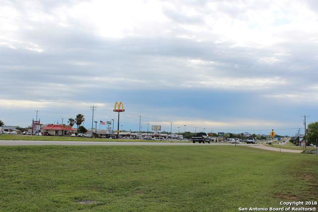 531 US Highway 181 N, Floresville, TX 78114