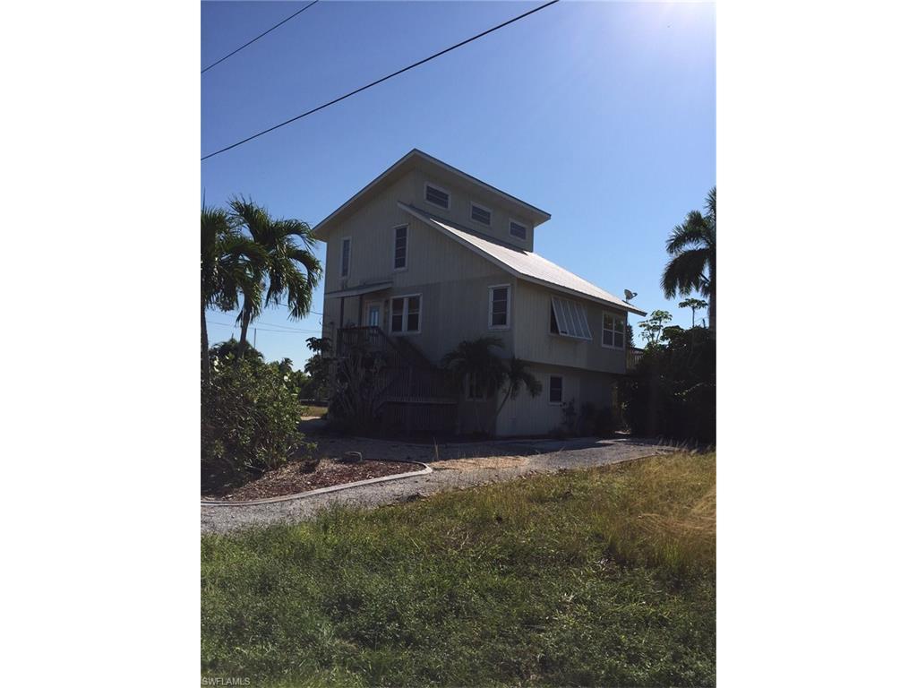 3595 Jade AVE N, ST. JAMES CITY, FL 33956