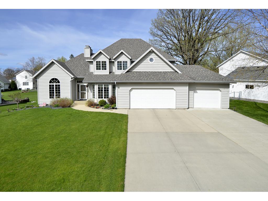 1300 Prairie Lane NE, Owatonna, MN 55060