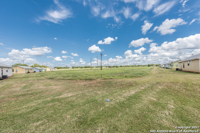 1105 POWER PLANT RD, Pearsall, TX 78061