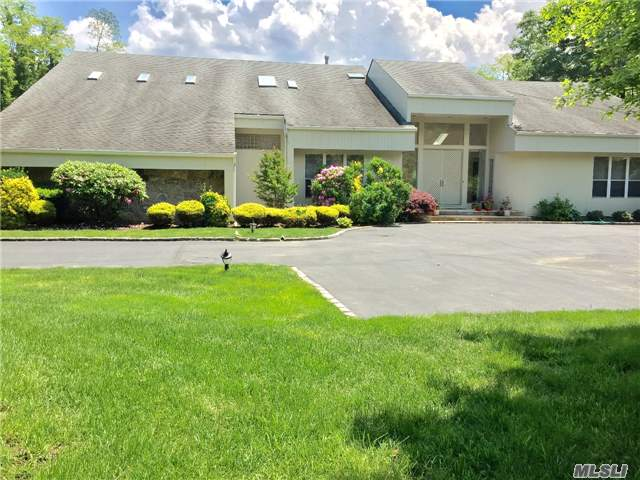 5 Bridle Path Ct, Muttontown, NY 11545