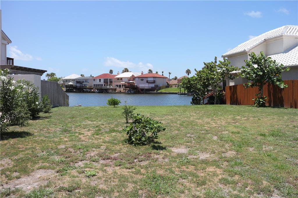 13517 Port Royal Ct, Corpus Christi, TX 78418