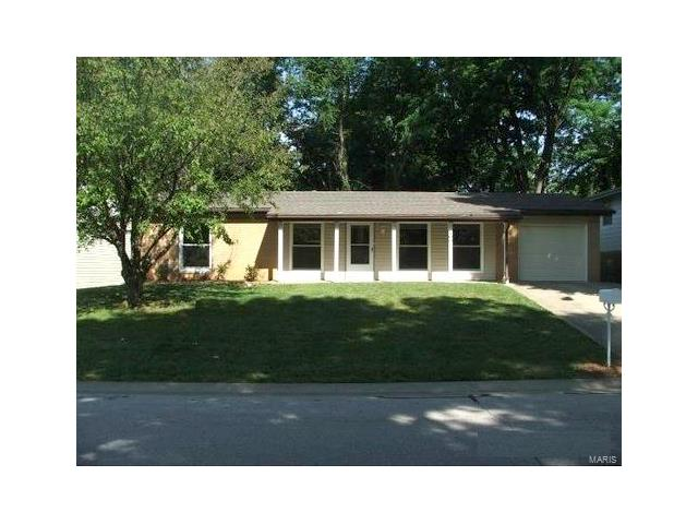 300 LAUREL Drive, Fairview Heights, IL 62208