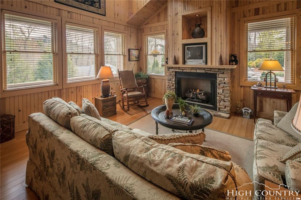 424 Country Club Lane, Blowing Rock, NC 28605