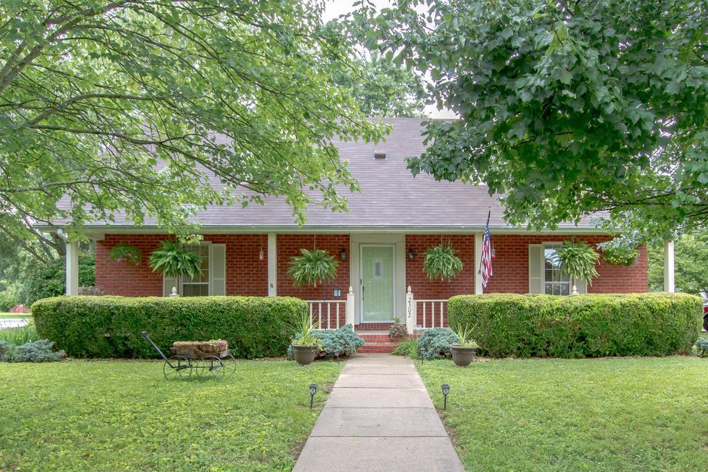 2302 Riverstone Dr, Murfreesboro, TN 37128