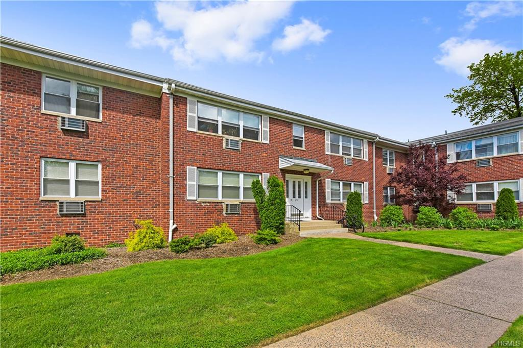 237 N Middletown Road C, Pearl River, NY 10965