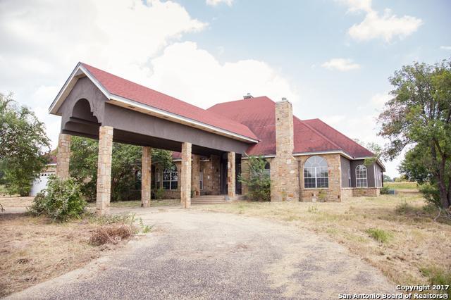 222 SHAMROCK DR, Floresville, TX 78114