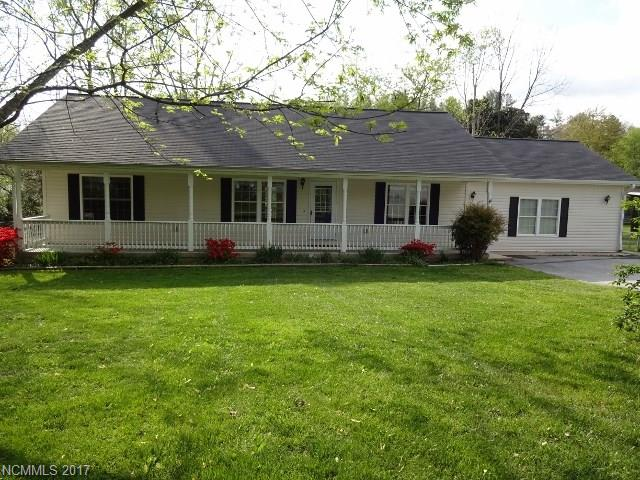 MOVE IN READY!  ONE LEVEL HOME FEATURES OPEN, SPLIT BEDROOM FLOOR PLAN, GREAT ROOM W/FIREPLACE, SPACIOUS FAMILY ROOM COULD BE EASILY CONVERTED TO A TWO CAR GARAGE.  COVERED FRONT PORCH, OPEN BACK DECK, FENCED BACK YARD W/FIRE PIT AND OUT BUILDING!