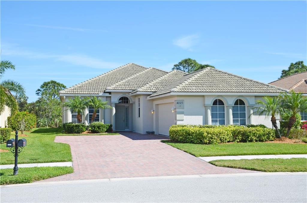4225 SW Oakbrook Circle, Jensen Beach, FL 34957