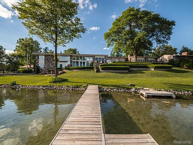 6300 N SHORE Drive, West Bloomfield Twp, MI 48324