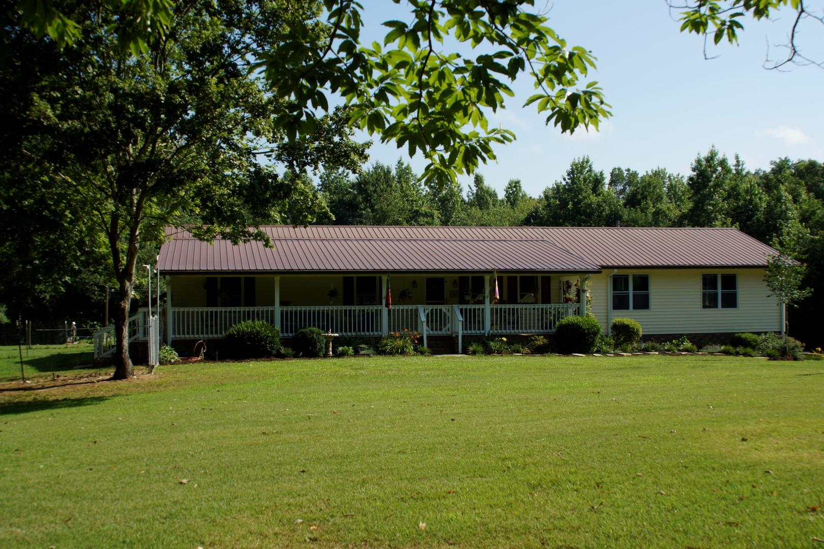110 Towering Oaks Dr, Tennessee Ridge, TN 37178