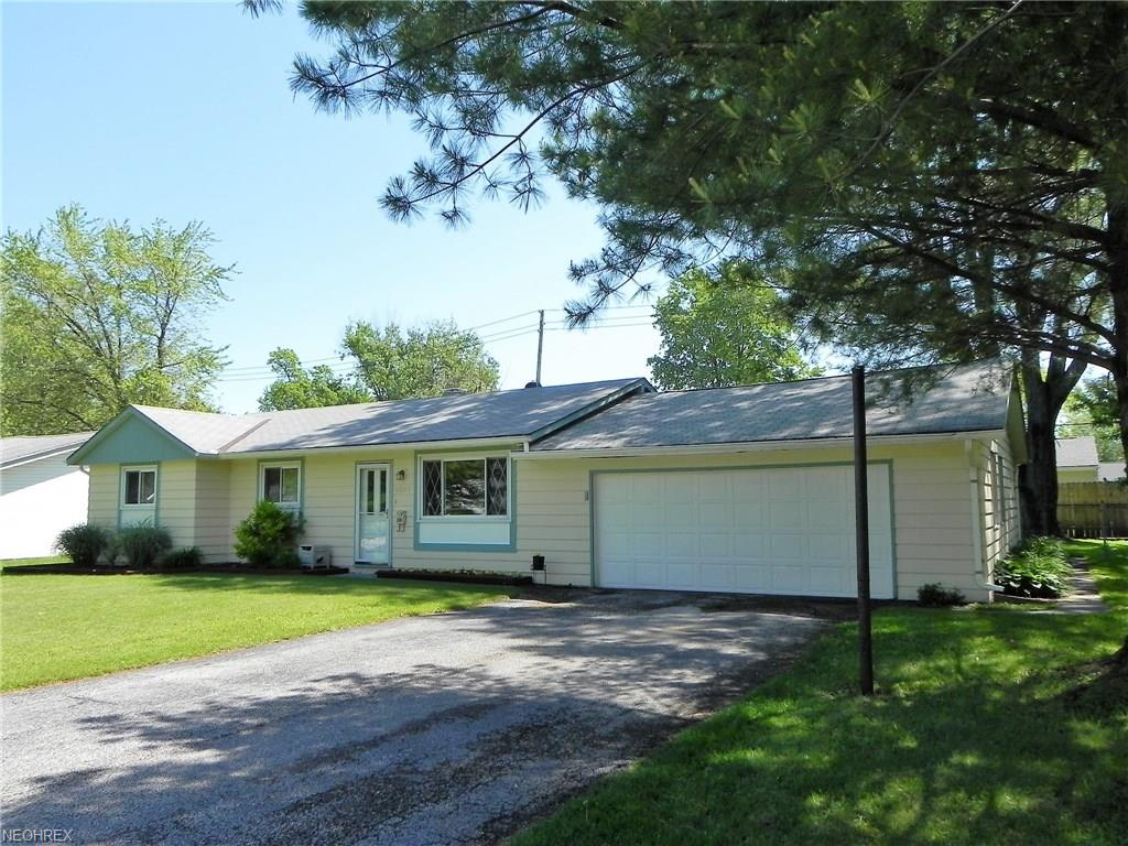 6097 Magnolia Dr, Mentor-on-the-Lake, OH 44060