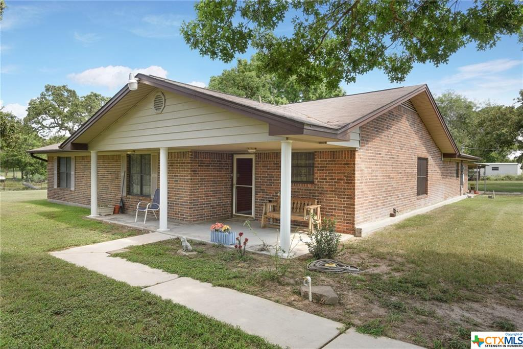 708 Rolling Oaks, Luling, TX 78648