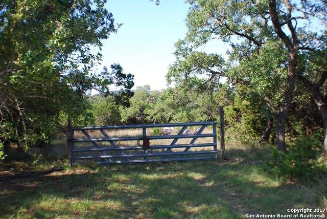 158 Live Oak Pl, Pipe Creek, TX 78063