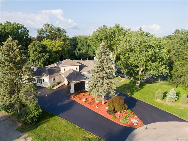 4525 LAKEVIEW Court, Bloomfield Twp, MI 48301
