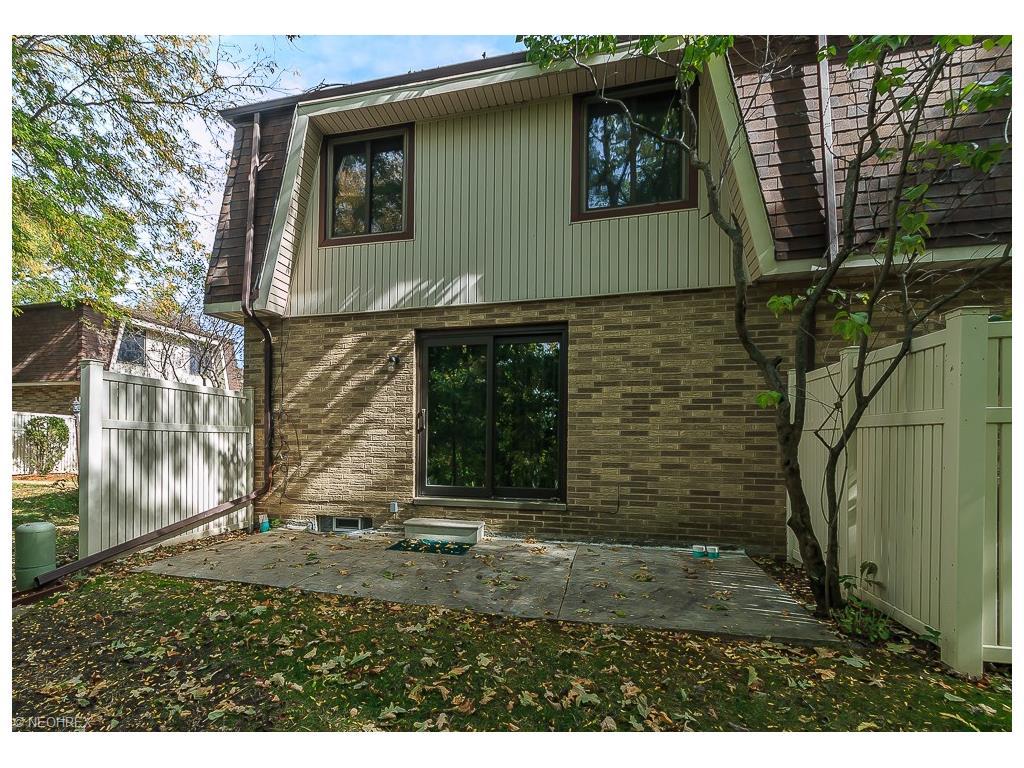 35955 Lake Shore Blvd C8, Eastlake, OH 44095