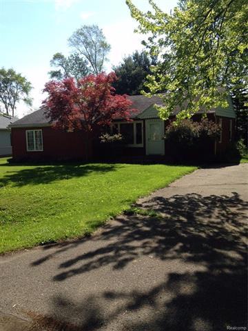 33725 HARLOWSHIRE ST, Farmington Hills, MI 48335
