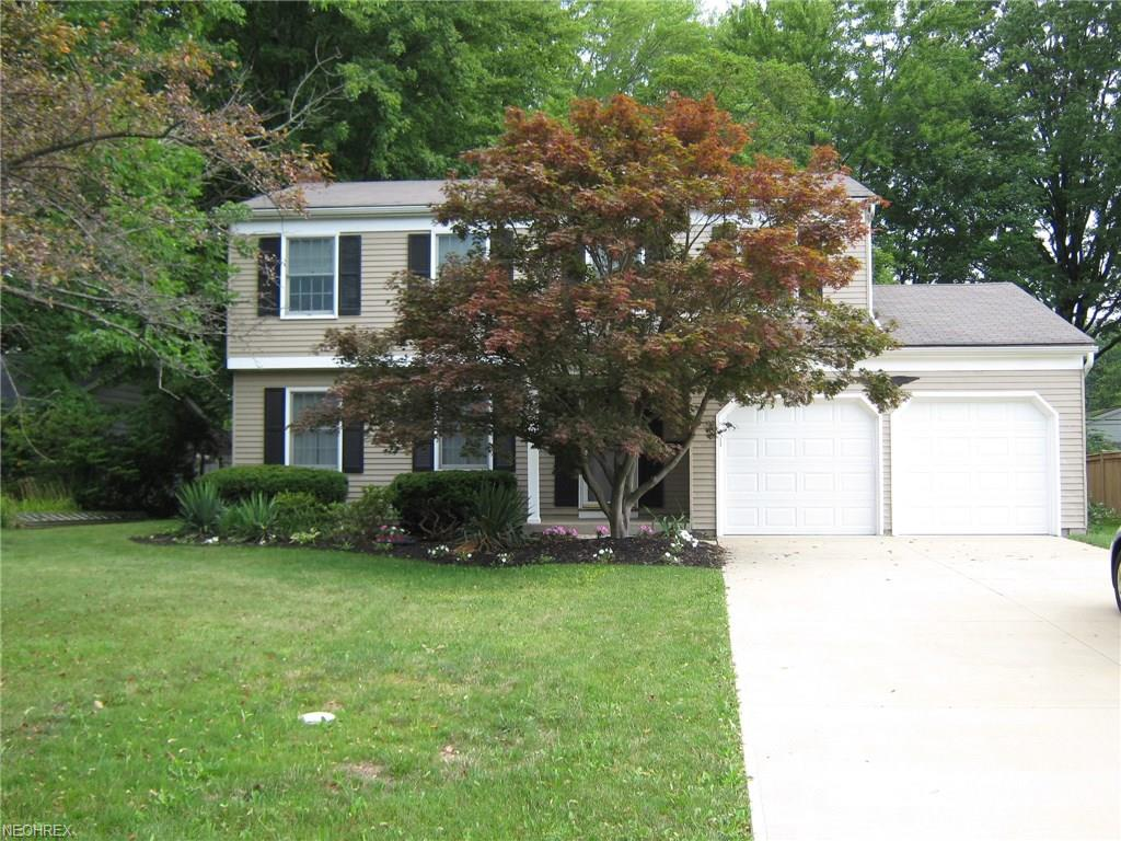 26960 Sweetbriar Dr, North Olmsted, OH 44070