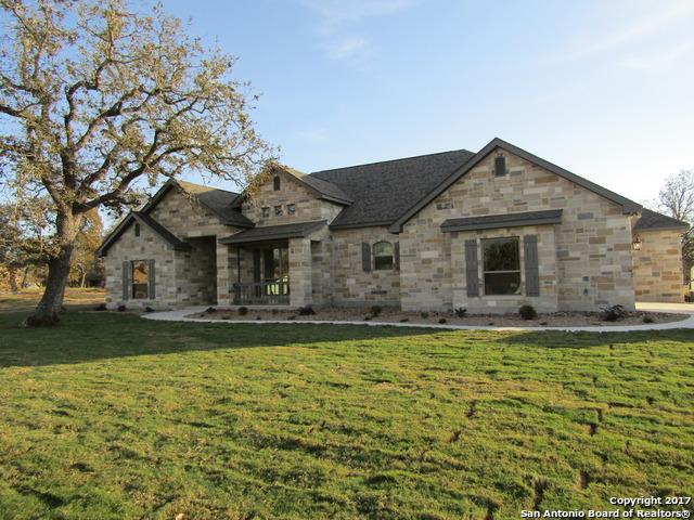 104 Woodlands Dr, La Vernia, TX 78121