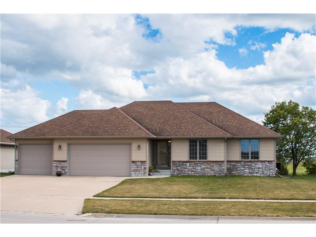 1046 Lake Shore Drive SE, Altoona, IA 50009