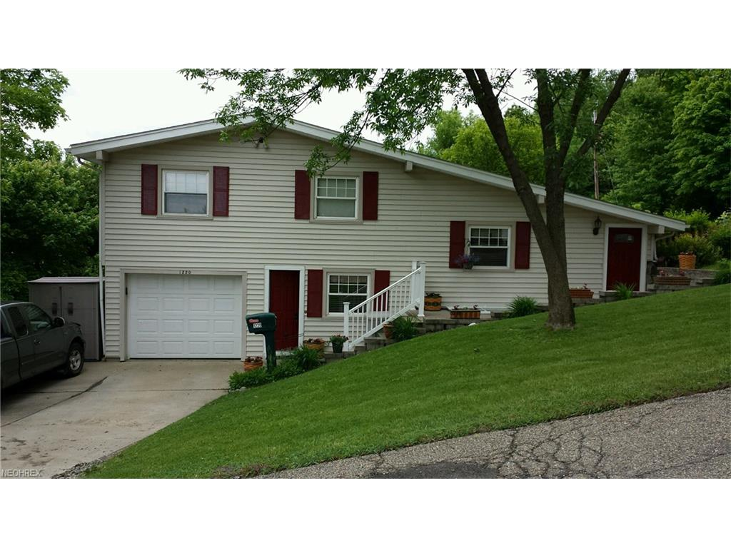 1220 Ivy Street St, Coshocton, OH 43812