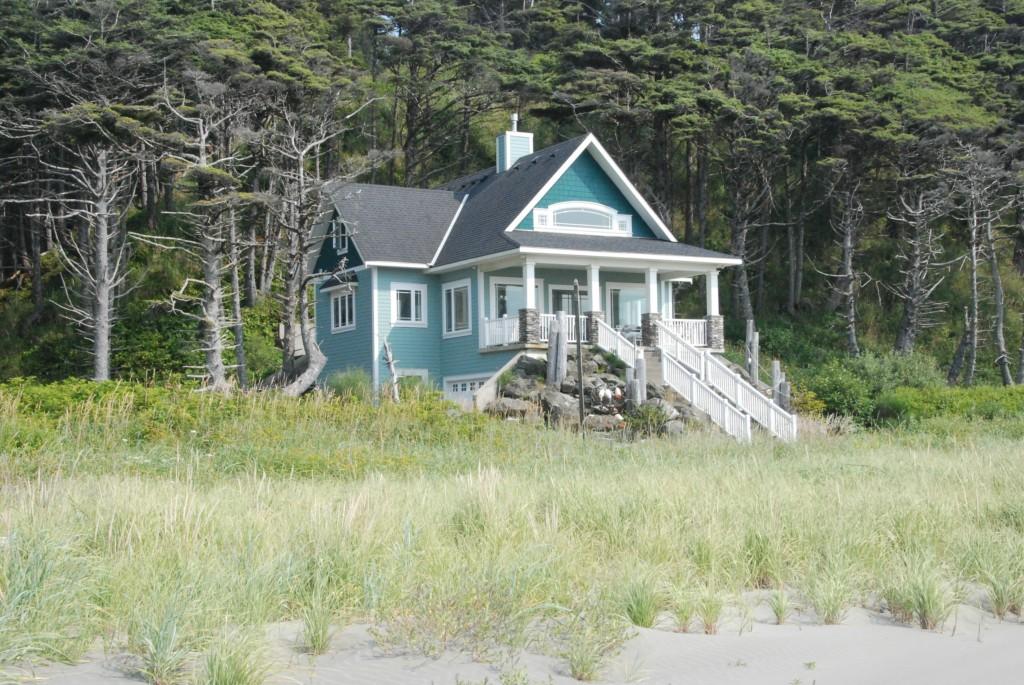 50 Golden Lane, Pacific Beach, WA 98571