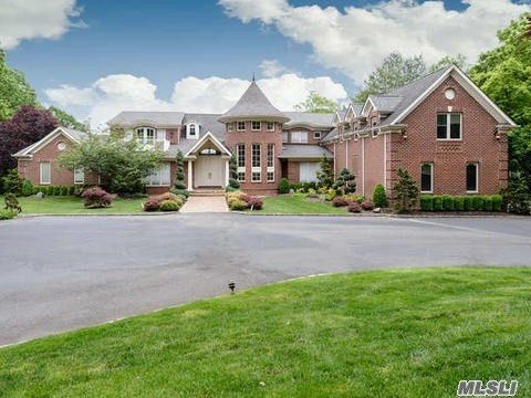 43 Centre View Dr, Upper Brookville, NY 11771