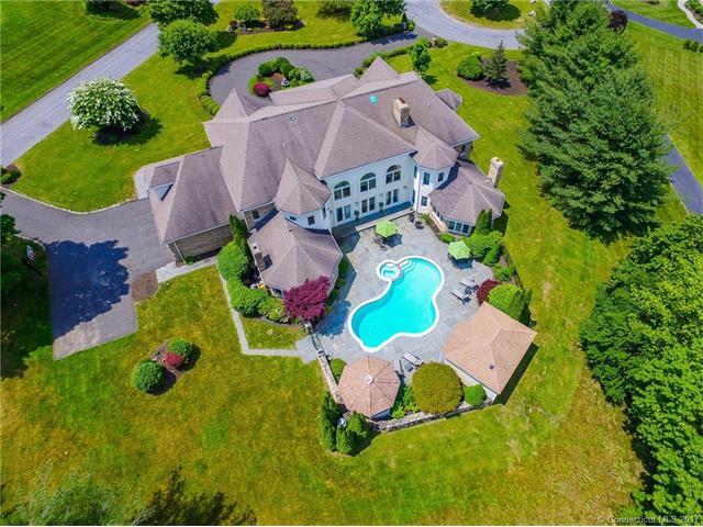 72 East Farms Rd, Middlebury, CT 06762
