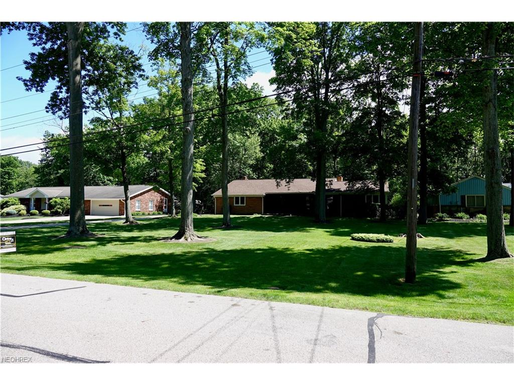 6842 Metro Park Dr, Mayfield Village, OH 44143