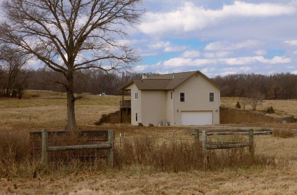 10048 Hidden Acres RD, Gravette, AR 72736