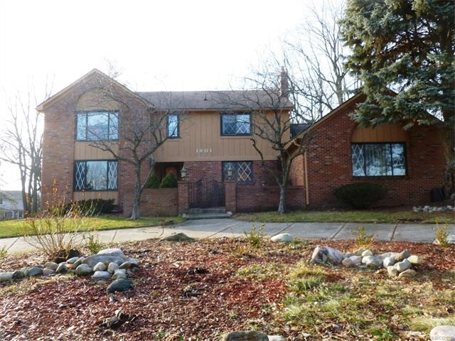 1801 CHARM CRT, Rochester Hills, MI 48306