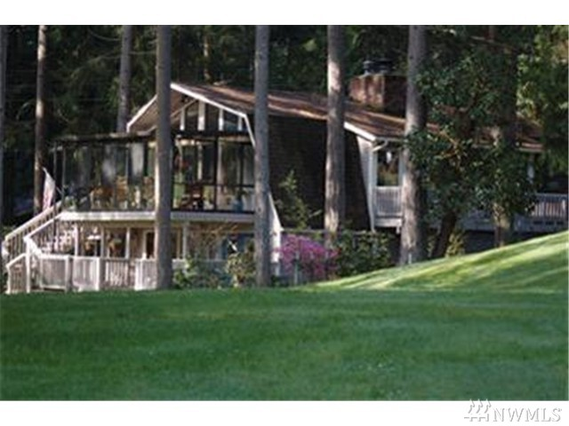 11136 Country Club Dr, Anderson Island, WA 98303