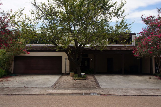 6010 Country Club Dr, Victoria, TX 77904