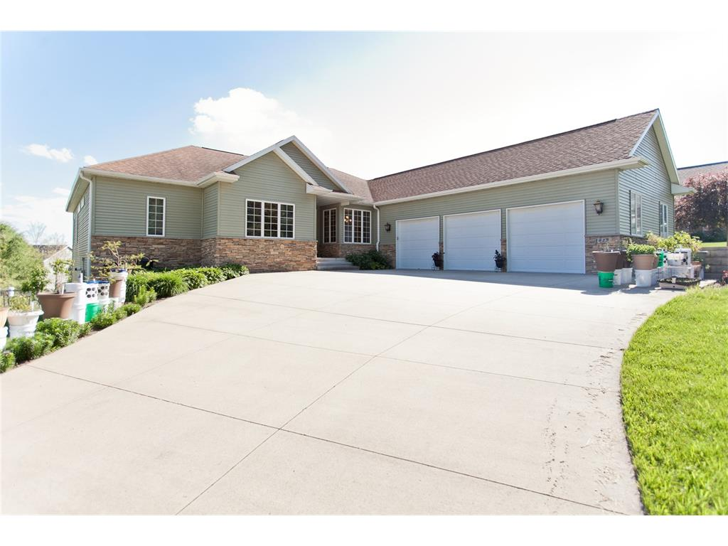 1920 Meadow Place, Ely, IA 52227
