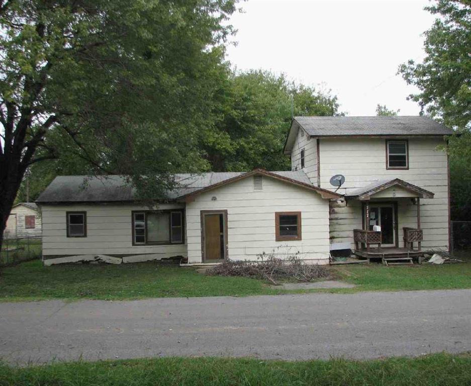 717 W Creek Avenue, Checotah, OK 74426