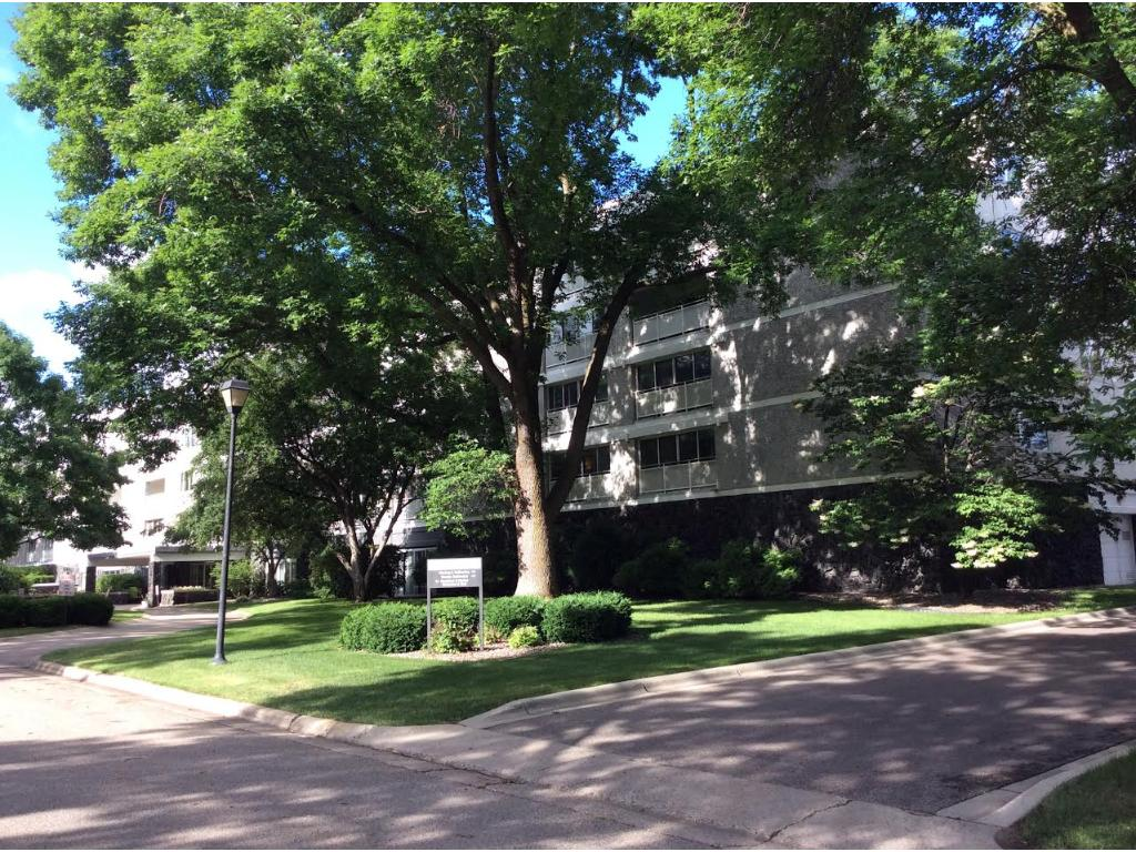 6450 York Ave S 406, Edina, MN 55435