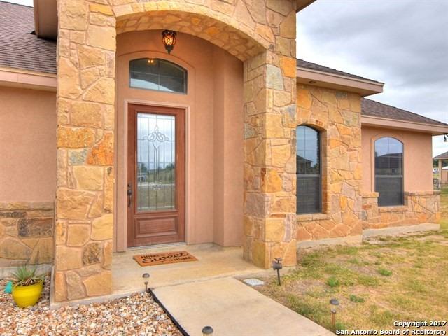 105 ABREGO RUN DR, Floresville, TX 78114