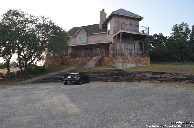 124 Lakewood Dr, Pipe Creek, TX 78063