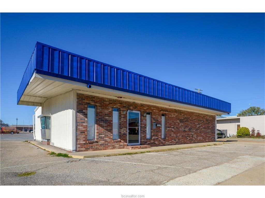 220 W Trinity Street, Madisonville, TX 77864