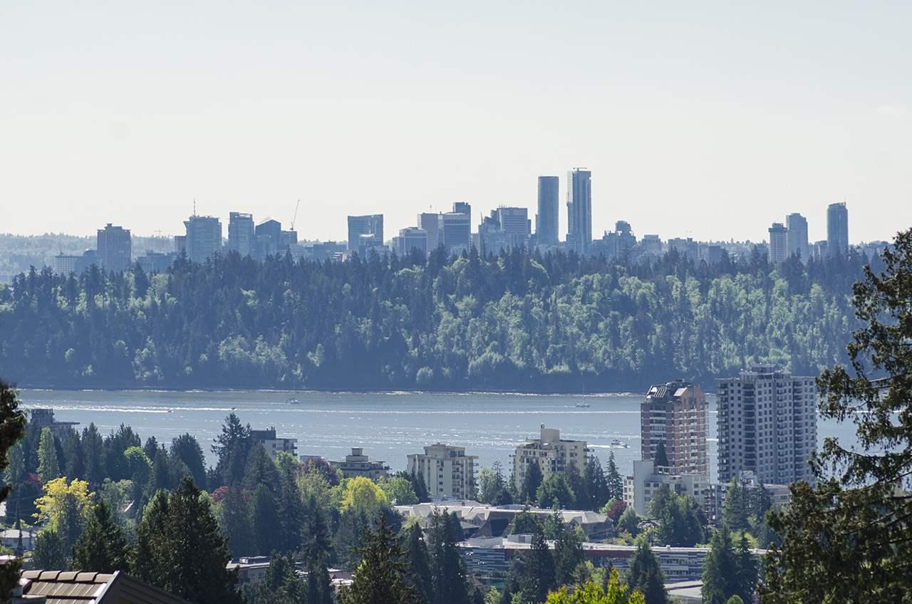 2435 QUEENS AVENUE, West Vancouver, BC V7V 2Y7