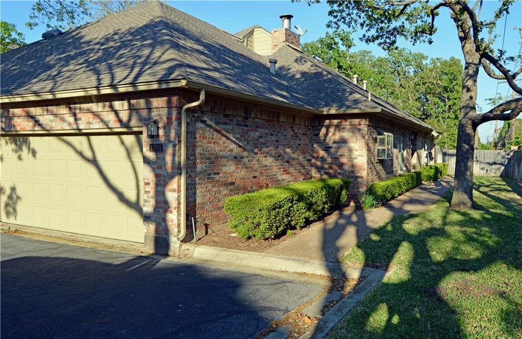 1204 Woodland Park Drive, Hurst, TX 76053