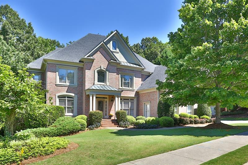 Gorgeous trad'l overlooking 18th Fairway! Kitchen feat granite,peninsula w/ b'fast bar,walk-in pantry,& b'fast rm. Fam rm has soaring ceiling,built-ins,FP,& lg windows. Liv/din rm perfect for entertaining!Bed/bath on main!Master has trey ceiling,sitting area,FP,& bath w/ dual vanities,jetted tub,sep shower,& huge closet. Add'l bdrms well-sized w/ own baths.Terrace lvl provides add'l liv/storage space. Lg deck & patio lead to priv b'yard. 3 car garage! Amazing amenities:swim,tennis,golf,lake+. Convenient to interstates,shopping,& restaurants! Highly sought after schools!