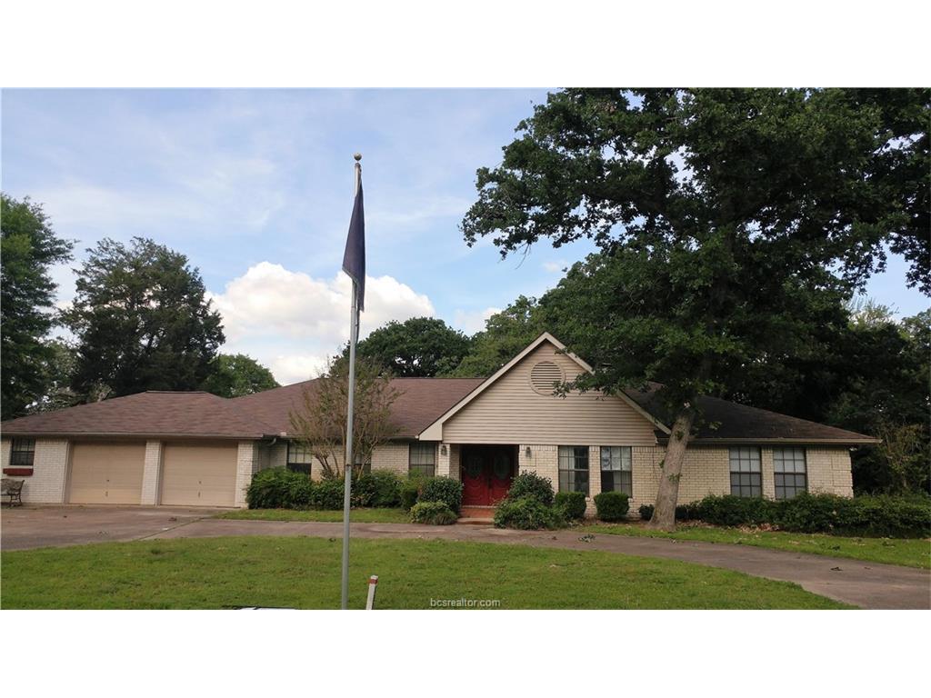 180 N Golfview Drive, Hilltop Lakes, TX 77871