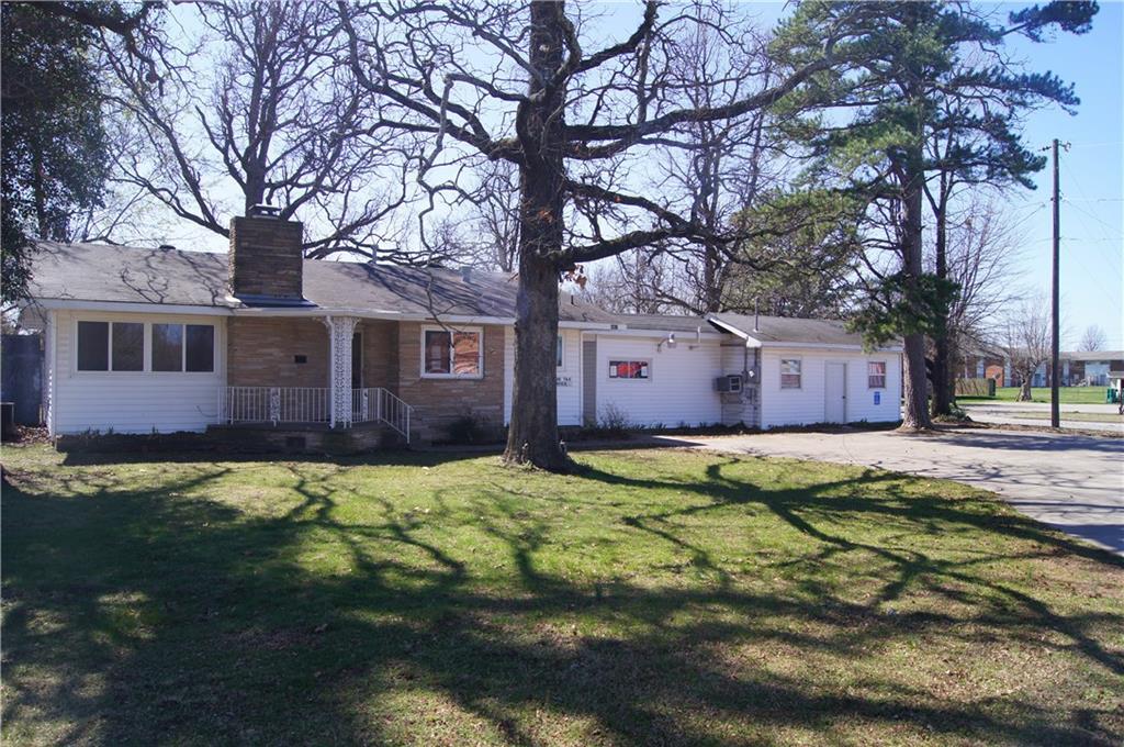 1817 W Huntsville AVE, Springdale, AR 72762
