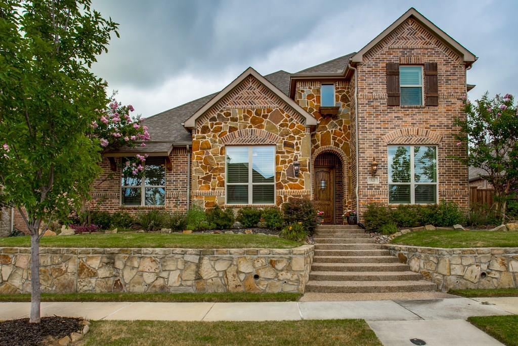 521 Lavaine Lane, Lewisville, TX 75056