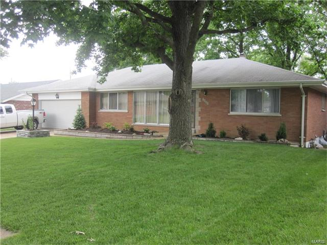 7627 Mayberry Drive, St Louis, MO 63123